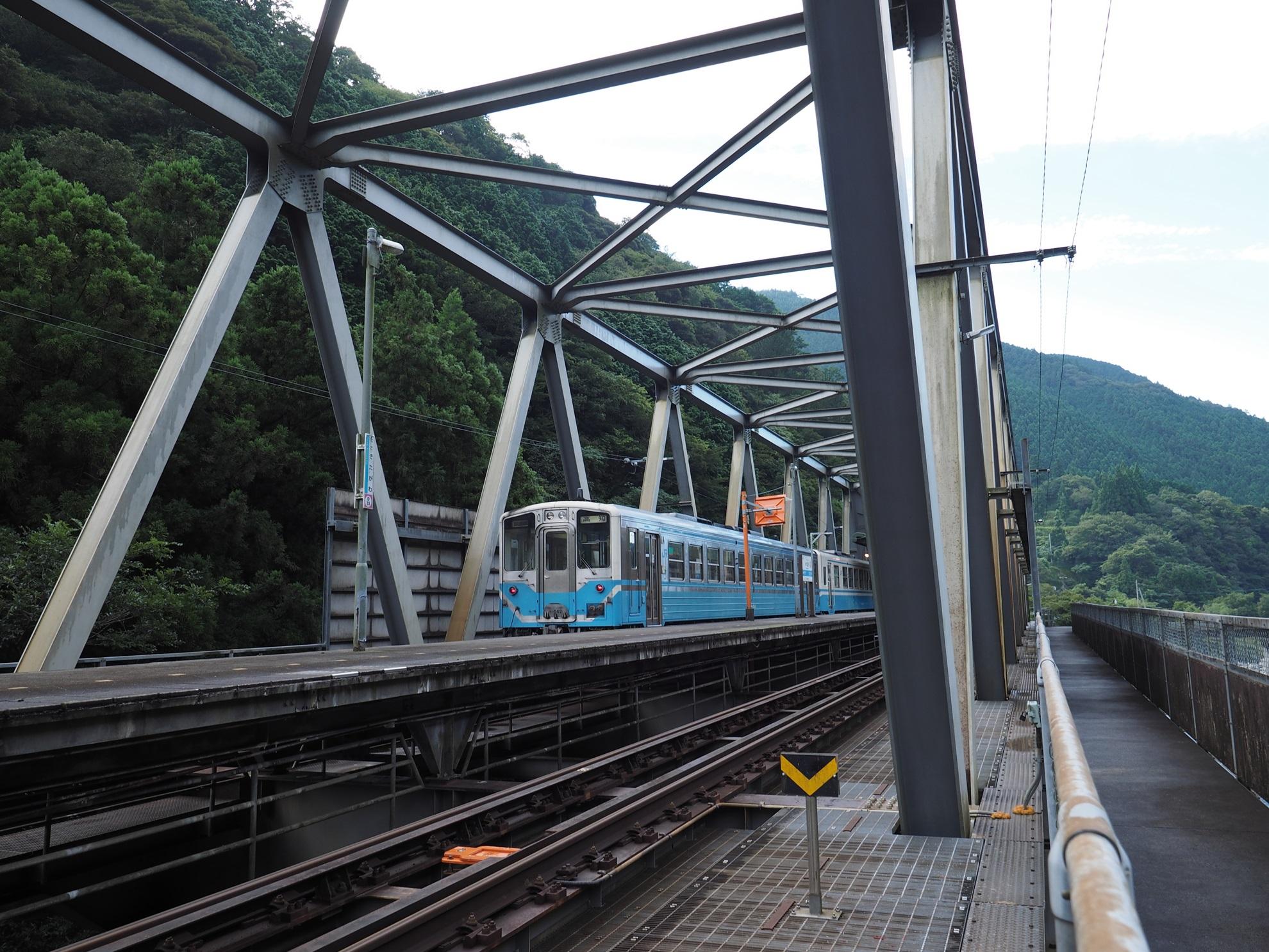 土佐北川駅と列車