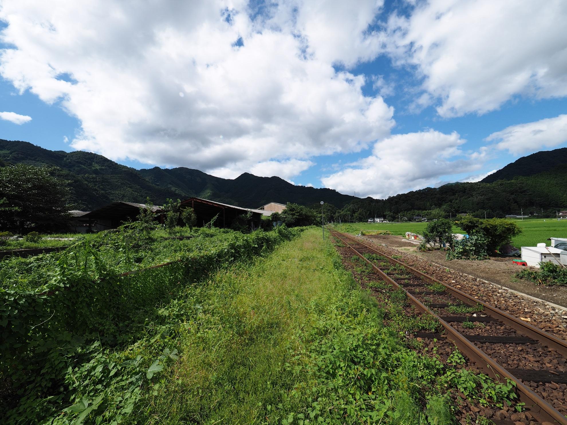 美作滝尾駅 ホームから2
