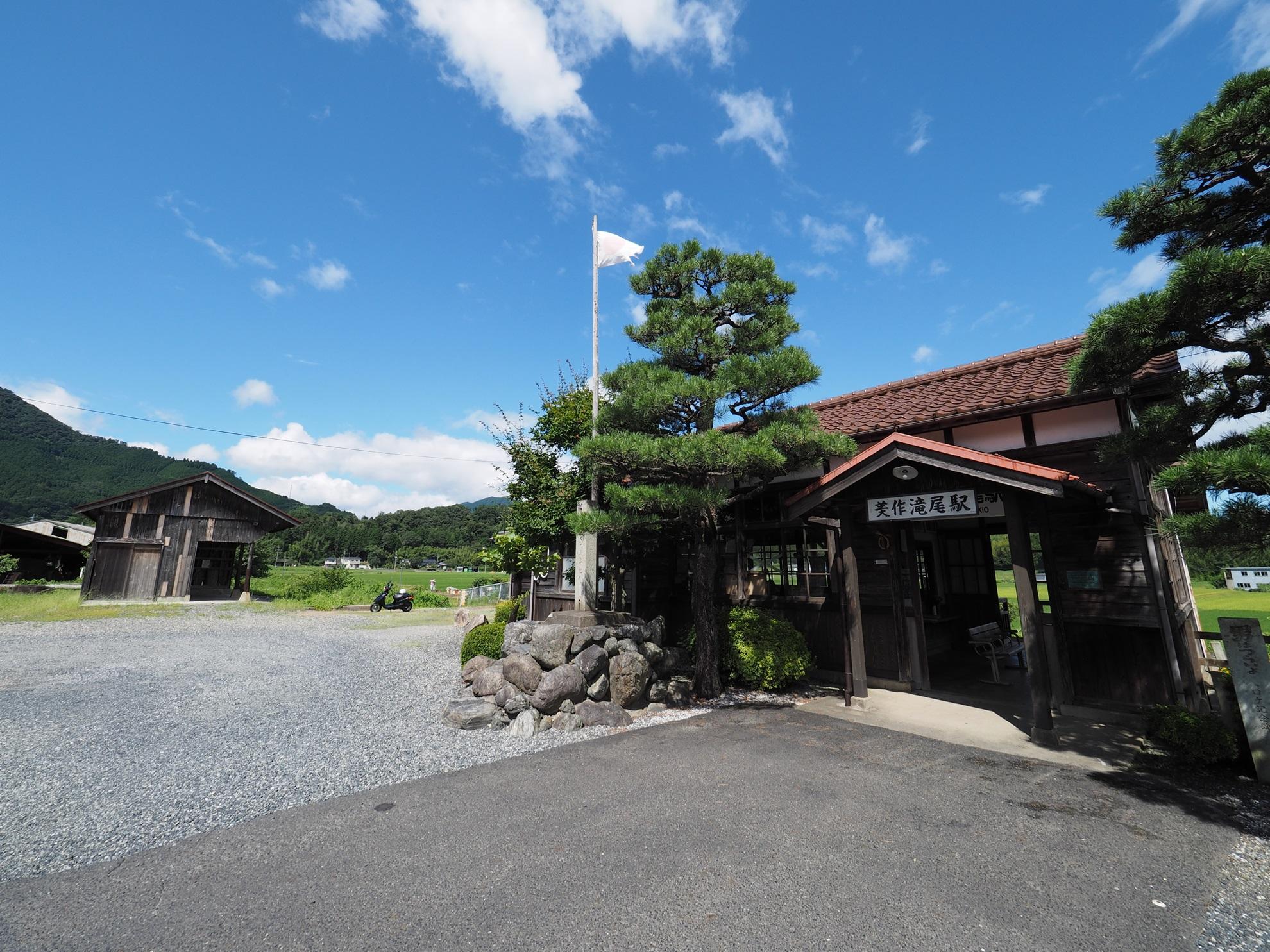 美作滝尾駅 駅舎2