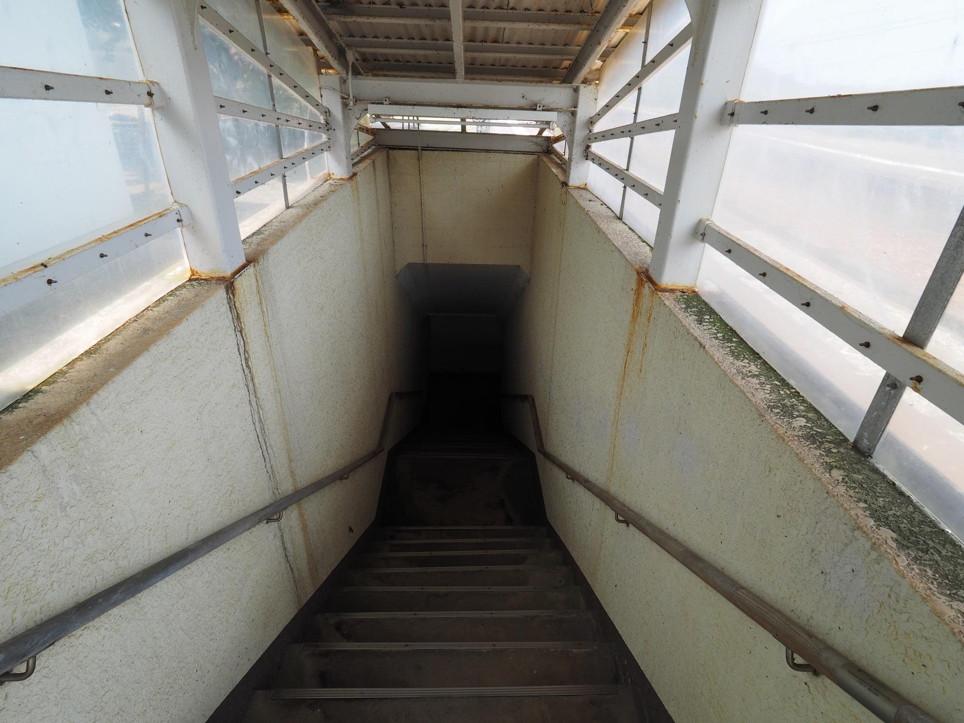 鎧駅 地下道入口