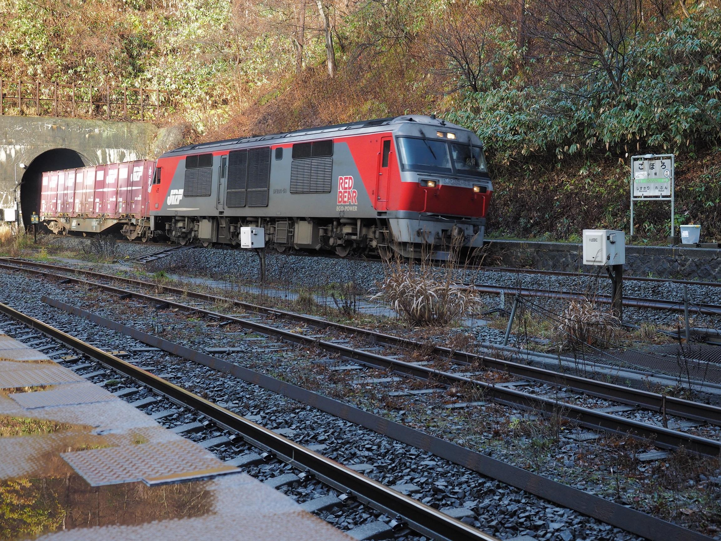 小幌駅 DF200レッドベア