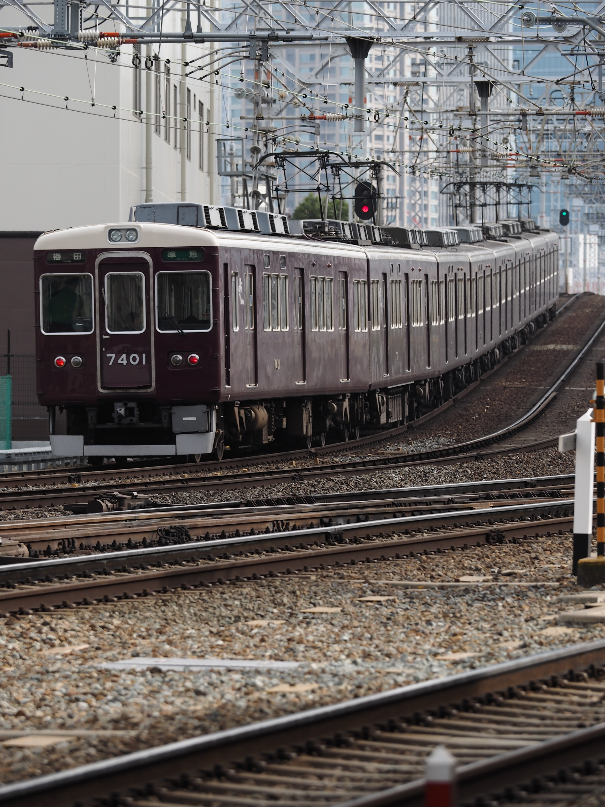 阪急-十三駅1