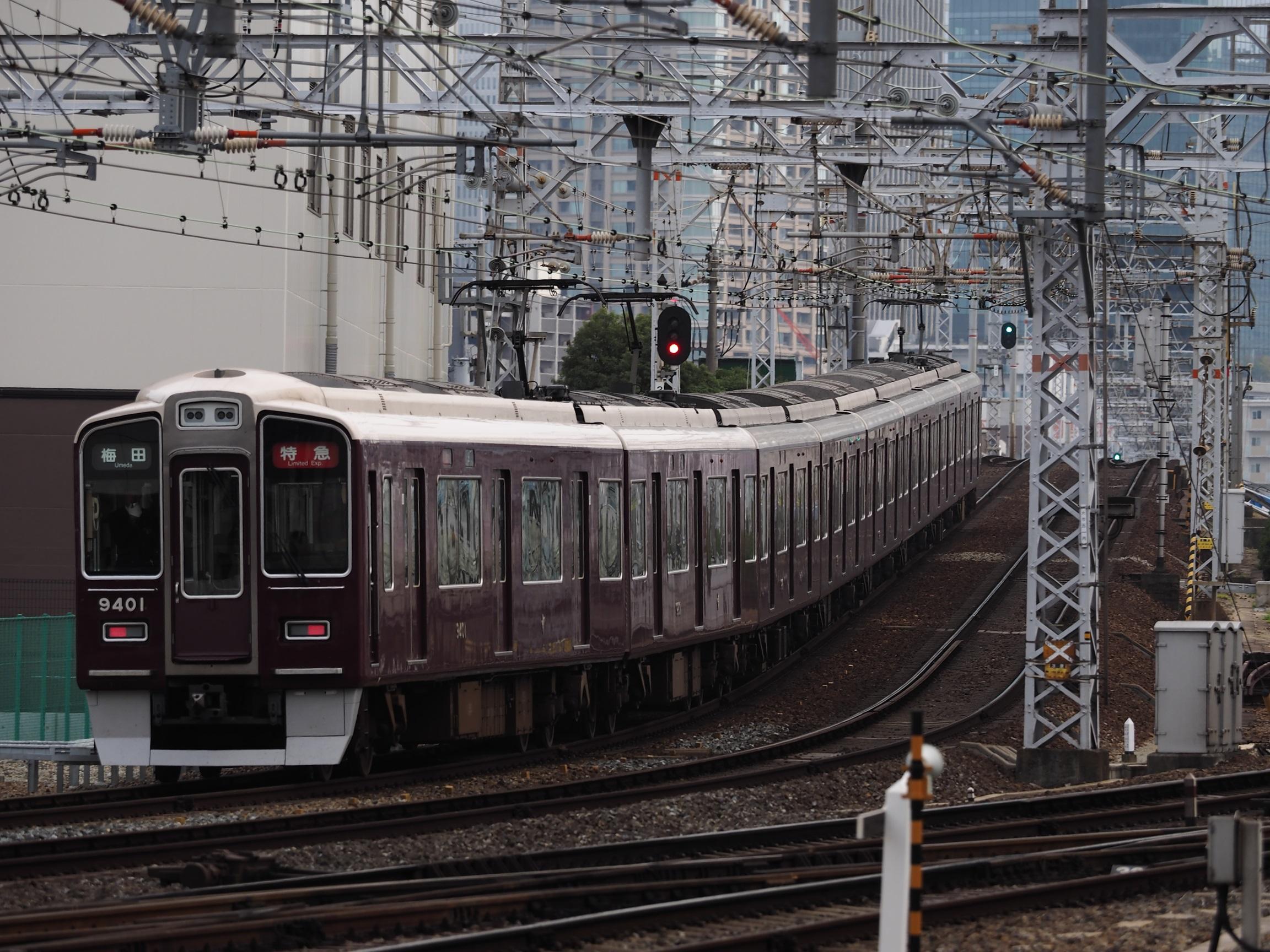 阪急-十三駅2