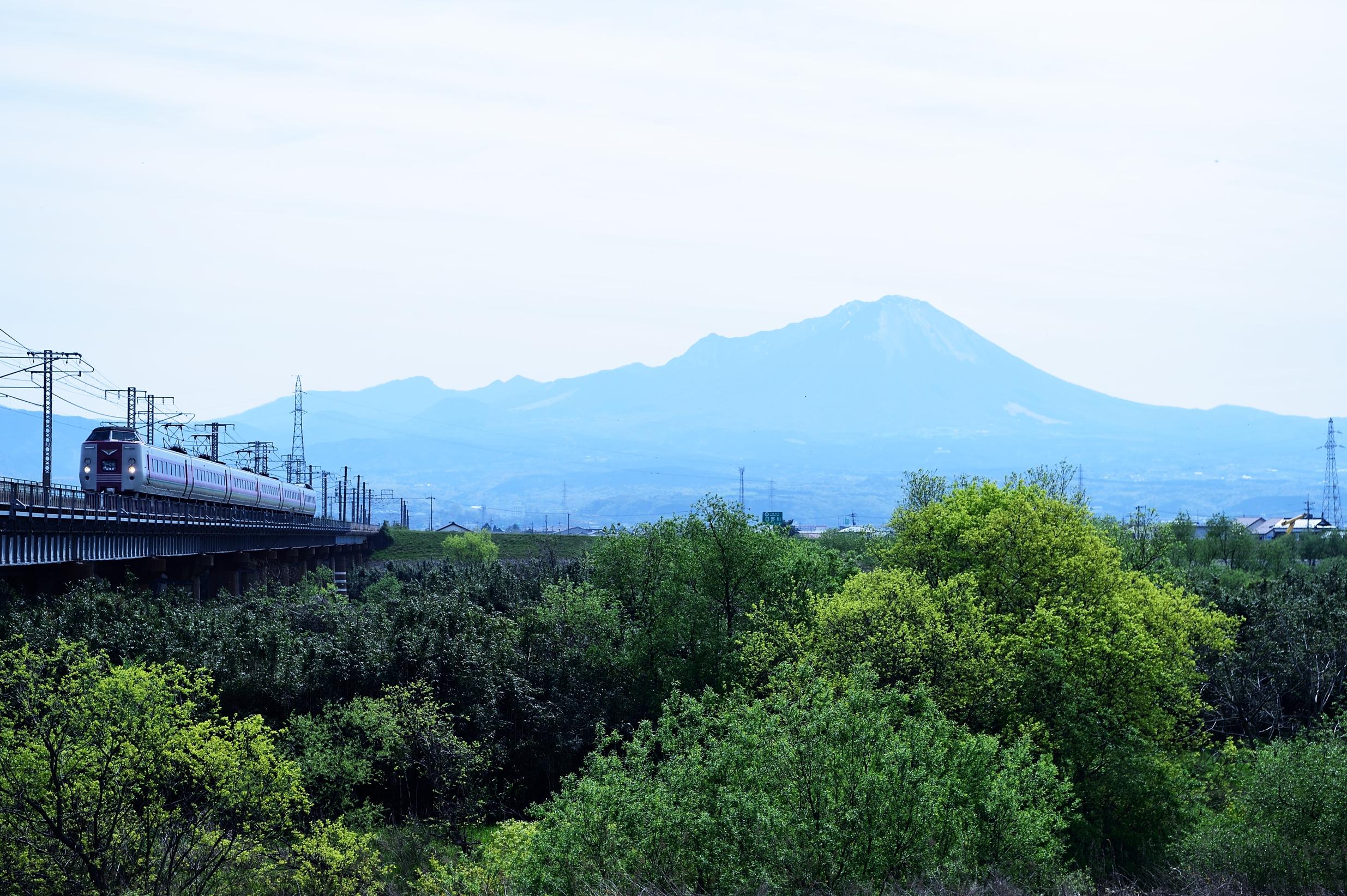日野川橋梁 381系